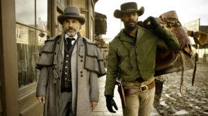 7. Django Livre (Django Unchained, 2012) Com a ajuda de um caçador de recompensas (Christopher Waltz), um ex-escravo (Jamie Foxx) parte com a intenção de resgatar a sua esposa das mãos de um cruel fazendeiro.