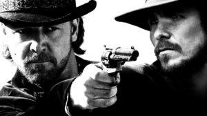10. Os Indomáveis (3:10 to Yuma, 2007) Um pequeno rancheiro (Christian Bale) se voluntaria para participar da comitiva que levará um conhecido criminoso (Russel Crowe) para pegar o trem das 3:10 para Yuma, cidade onde ele será julgado e, provavelmente, enforcado.